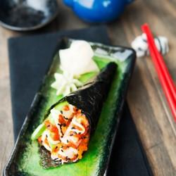 Trổ tài làm sushi temaki ngon tuyệt