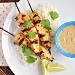 Ăn cơm gà kiểu Thái