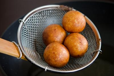 bo-tui-cong-thuc-donut-tu-khoai-lang-ngot-bui-la-mieng (6)