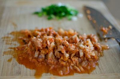 ket-hop-nhat-han-trong-mon-com-nam-kimchi-ca-ngu-tuyet-ngon (2)