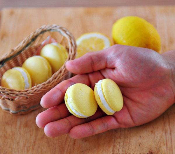 lam-banh-macarons-chanh-chua-diu-ma-khong-bi-dang (8)
