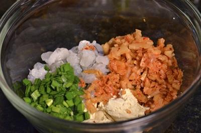 tro-tai-lam-banh-tom-kimchi-kieu-han-quoc-cuc-ngon (4)