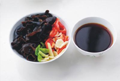 an-trung-cut-theo-kieu-xao-chua-ngot-ngon-com (2)