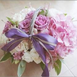 Cách cắm giỏ hoa thanh lịch, trang nhã cho góc nhà của bạn