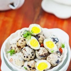 Ăn vặt với trứng cút rang muối