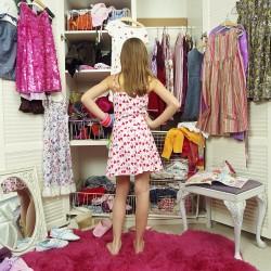 Làm sao xếp đồ khi bạn sở hữu tủ quần áo quá nhỏ?