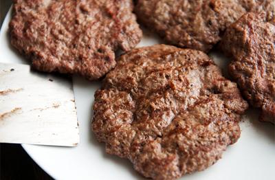 hamburger-huong-vi-nhat-cho-nhung-fan-cua-com-luon (3)