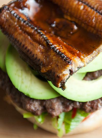 hamburger-huong-vi-nhat-cho-nhung-fan-cua-com-luon (6)