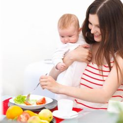 Đầy đủ dinh dưỡng cho mẹ bầu sau sinh
